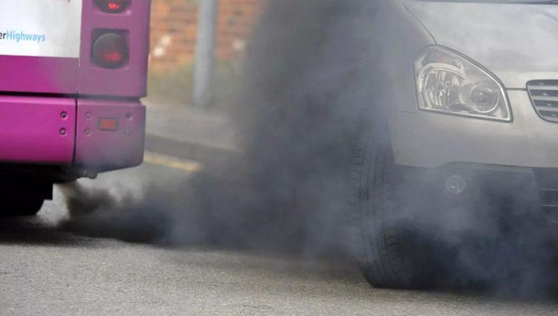 Автомобильные выхлопы сильно загрязняют фасады