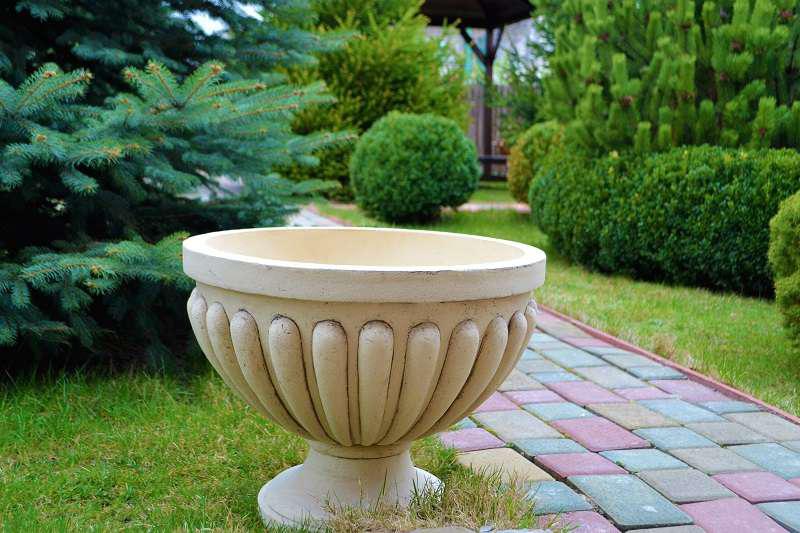 Тем не менее, глиняные горшки не очень устойчивы к перепадам температур и порывам ветра