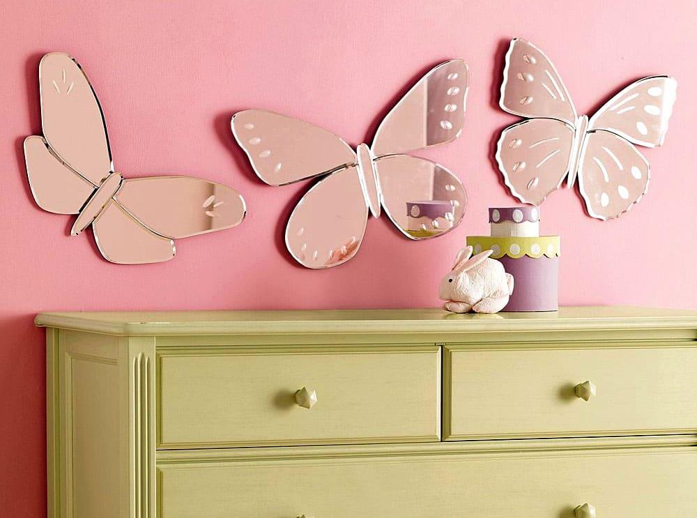 Всего за 600-700 рублей вы найдёте на Алиэкспресс фигурное зеркало в форме зайчика, лебедя, летучей мыши или цветка