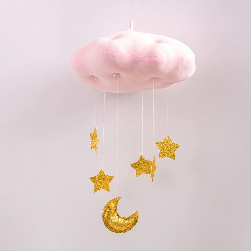 Пухлое облачко можно повесить над кроваткой малыша