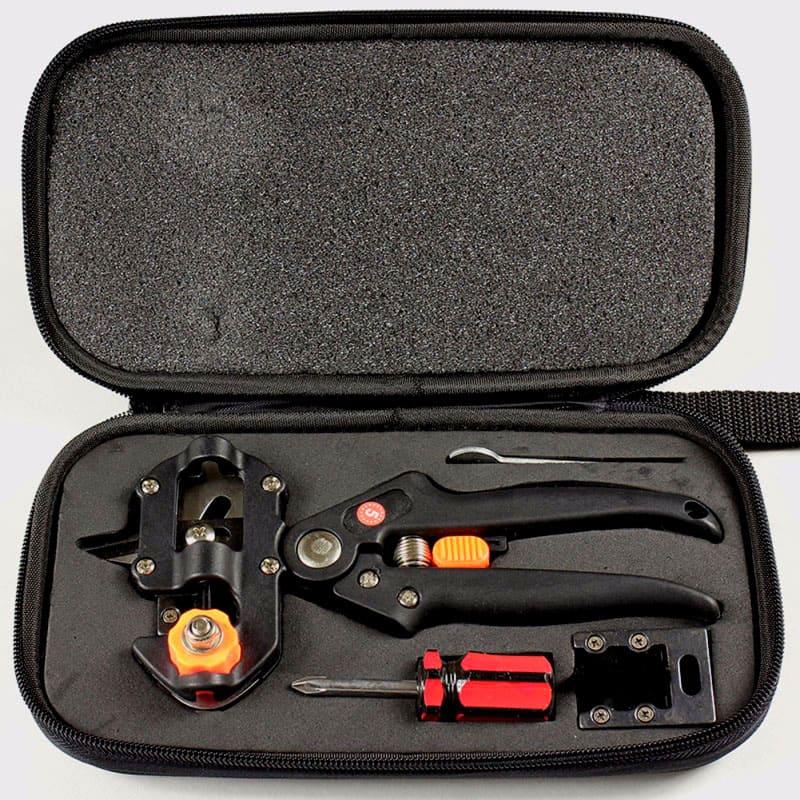 Этот инструмент аккуратно и точно отрезает ветки для прививки