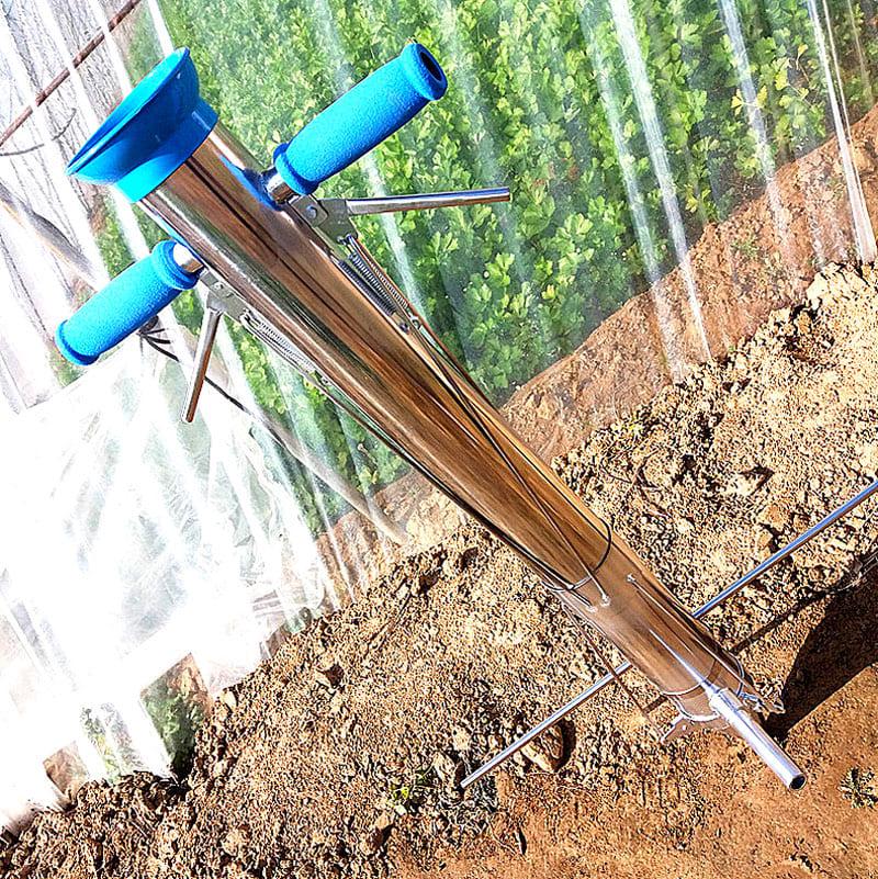 С помощью механической сеялки вы легко посадите корнеплоды и рассаду