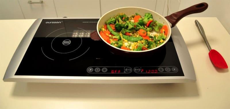 Во избежание царапин на панели посуду можно только переставлять, перетаскивать– нельзя