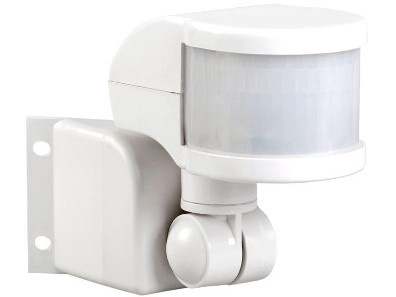 Благодаря специальному кронштейну, можно регулировать наклон устройства, от чего зависит дальность обхвата и угол обзора