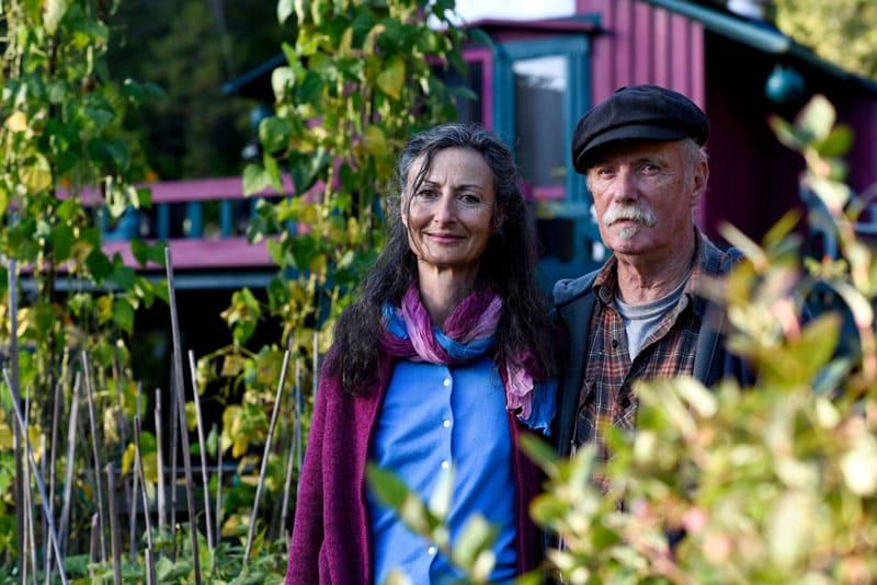 Уэйн и Кэтрин, так звали супругов, предложили забрать пострадавший лес