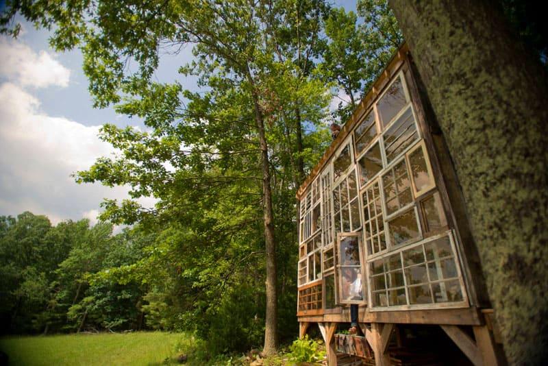 Старые деревянные рамы стали основным лейтмотивом строительства