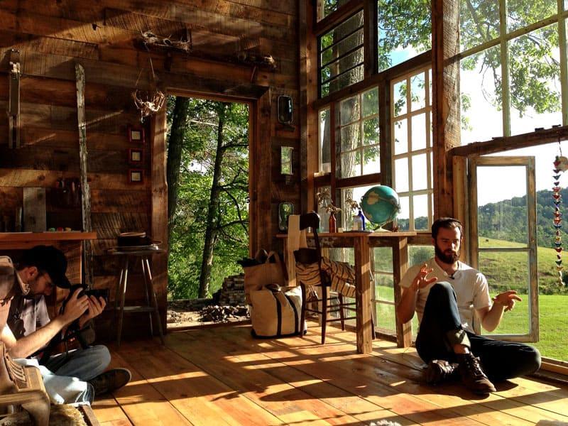 Устройство дома поражает своей практичностью, здесь нет ничего лишнего, все подчинено духу минимализма