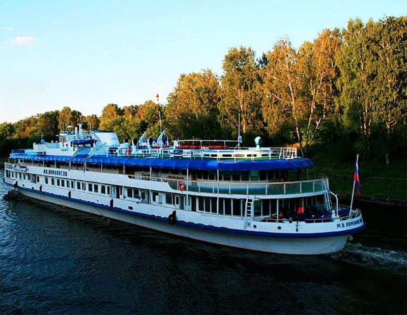Сегодня теплоход «М. В. Ломоносов» – это флагман флотилии Виктора Рыбина, кроме него у певца есть еще четыре плавучих корабля