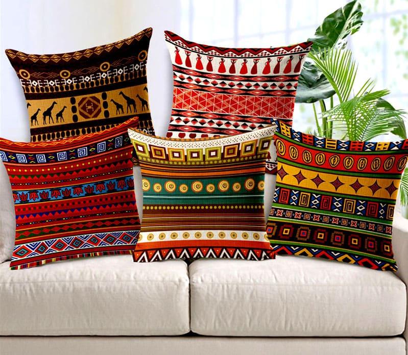 Такие наволочки обновят ваш старый диван