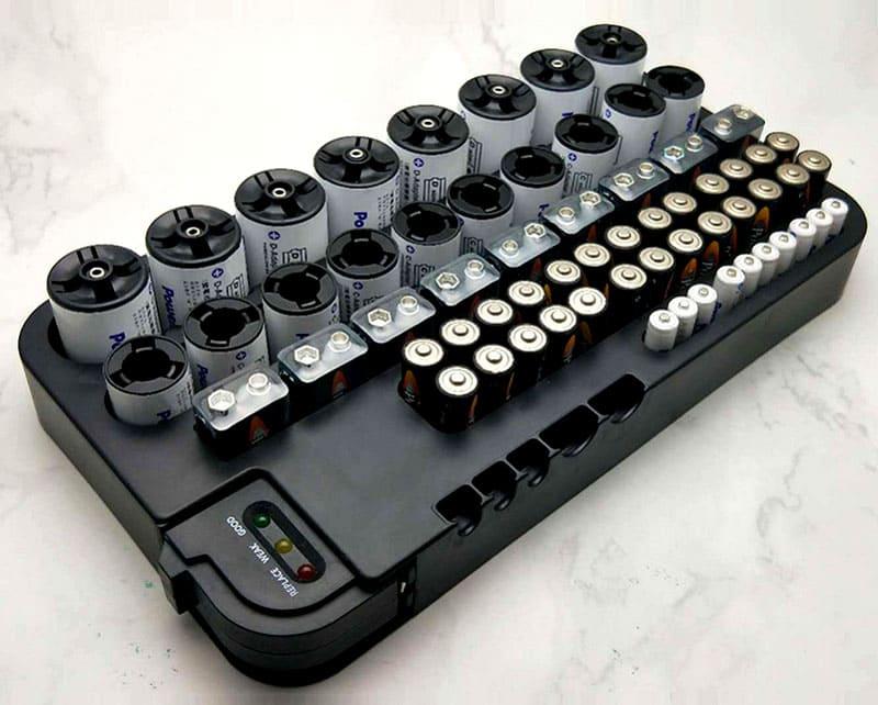 В таком приспособлении вы можете хранить батарейки и аккумуляторы