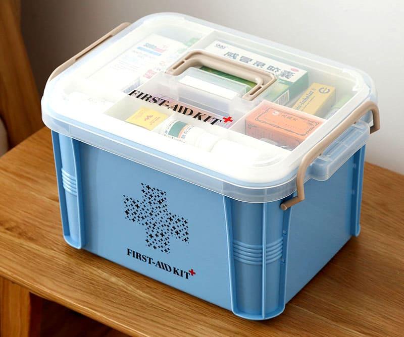 Вместительный пластиковый контейнер поможет вам содержать домашнюю аптечку в полном порядке