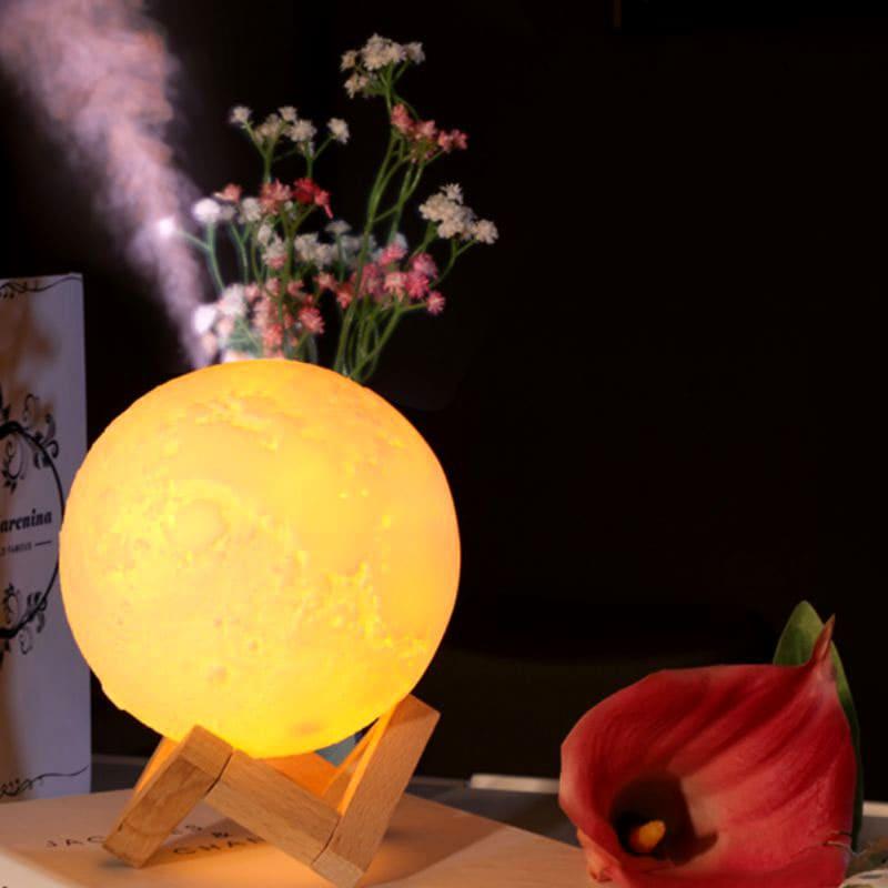 Светильник, увлажнитель и ароматическая лампа – всё это в миниатюрной луне на вашем столике