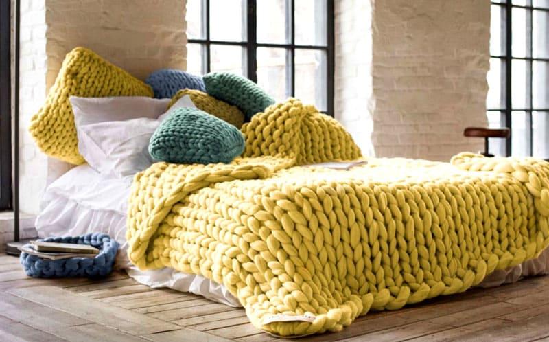 Это покрывало из толстой пряжи – необыкновенно уютная вещь для вашей спальни