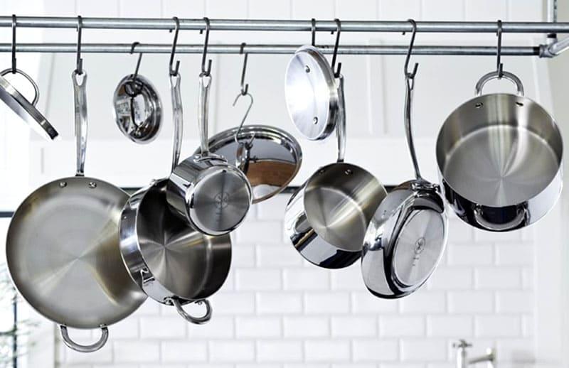 С помощью народных рецептов можно поддерживать чистоту любой стальной посуды