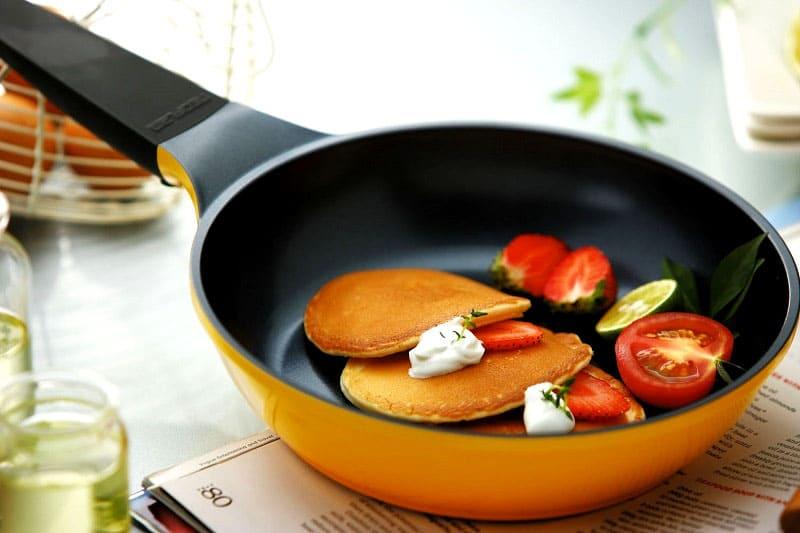 Только своевременный уход поможет сохранить красивый вид керамической посуде