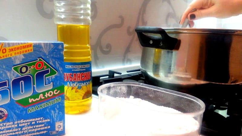 Порошок и масло не только удаляют налёт – в составе можно прокипятить кухонные полотенца