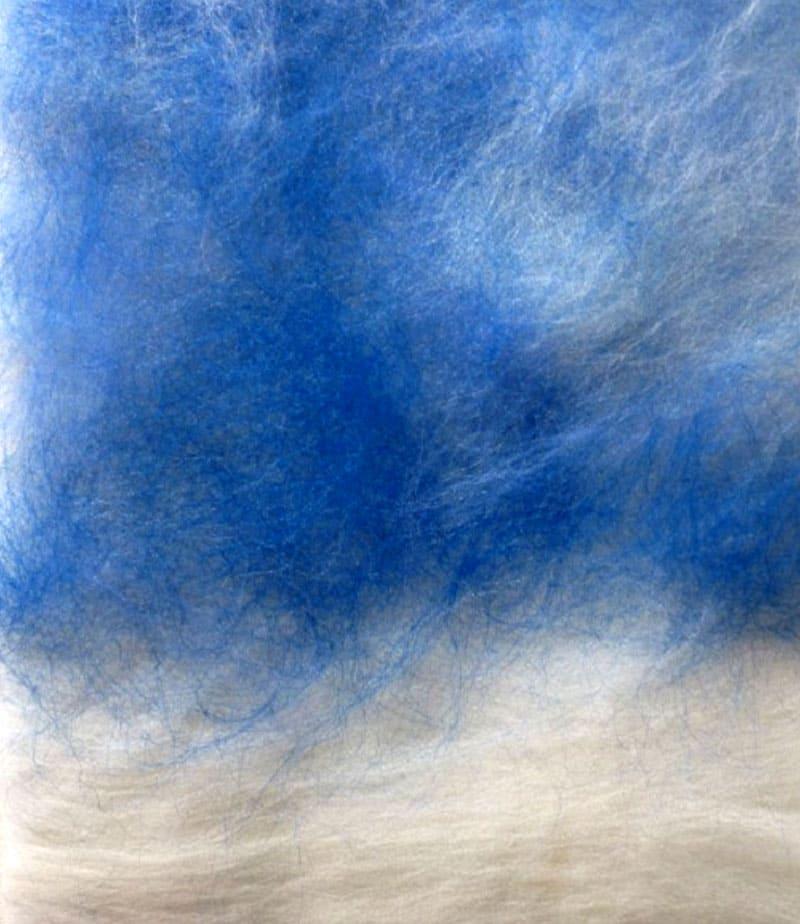 Волокна укладывают, начиная от тёмно-синего до белого цветов