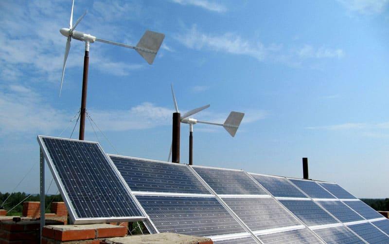 Установка ветряков и солнечных батарей позволит значительно сэкономить в будущем на счетах за электроэнергию