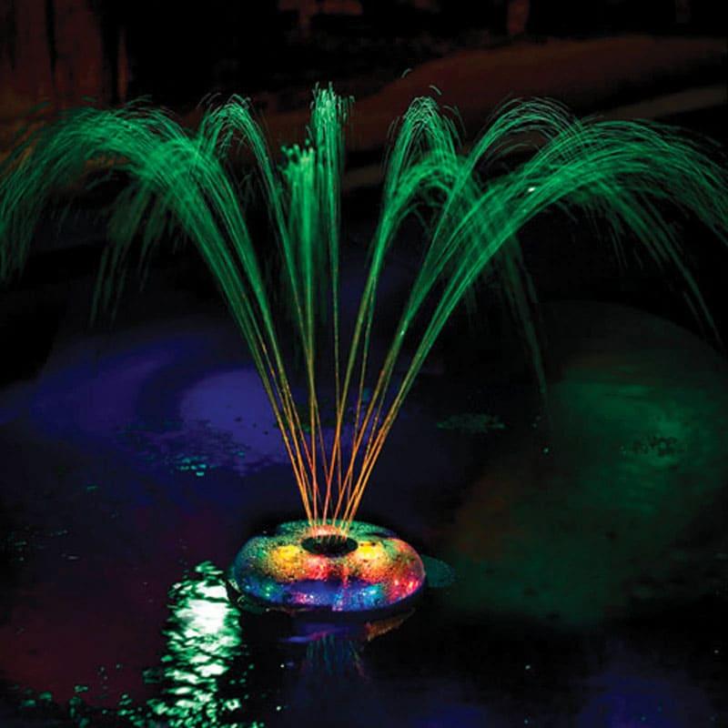 Если на вашем участке есть небольшой пруд – украсьте его светящимся фонтаном
