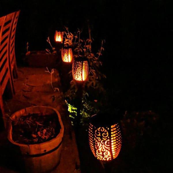 Эти светильники особенны тем, что имитируют свет живого пламени