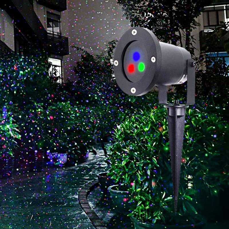 Этот мощный проектор расцветит яркими огоньками весь участок