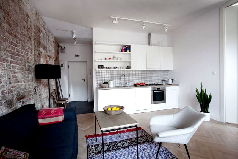 В маленькую квартиру много мебели не впихнёшь