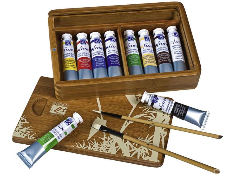 В магазинах для художников можно купить специальные масляные краски для росписи по дереву