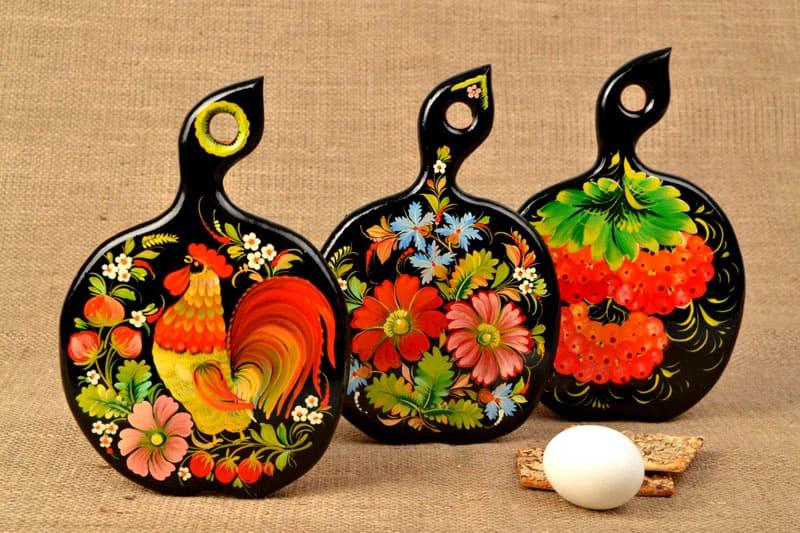 Сюжет с центральным элементом - главная особенность петриковской росписи