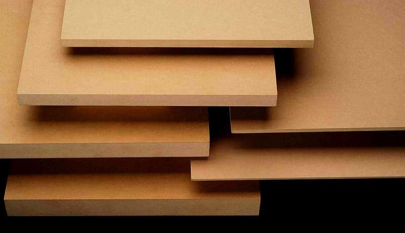 Компьютерные столы можно сделать практически из любых материалов