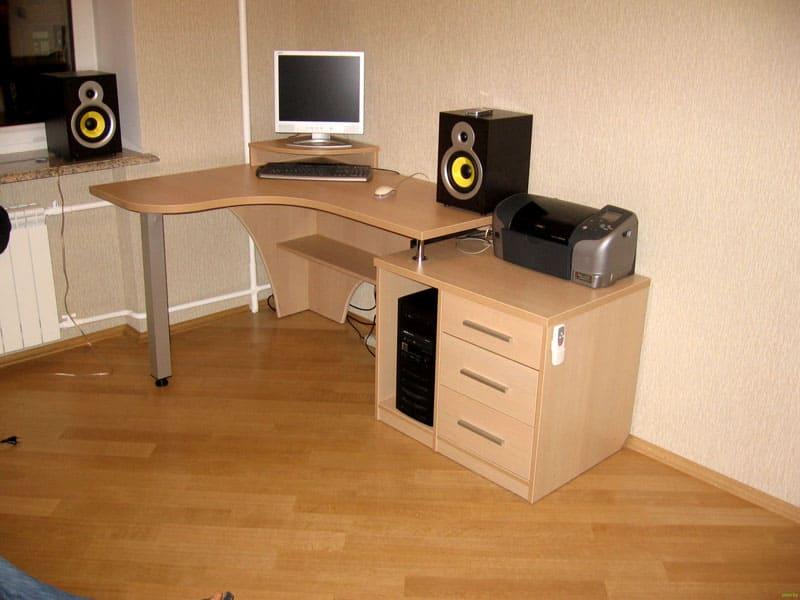 Компьютерный угловой стол из ЛДСП