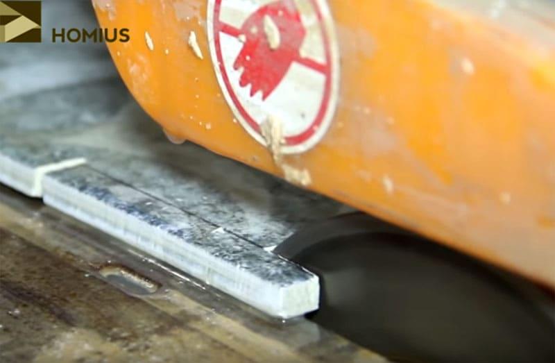 Плиткорез мокрой резки – очень удобный электроприбор при укладке керамогранита