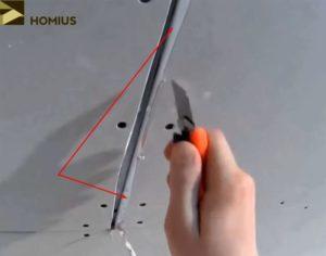Гипсокартонный лист легко поддаётся обработке, поэтому фаску можно снять простым канцелярским ножом