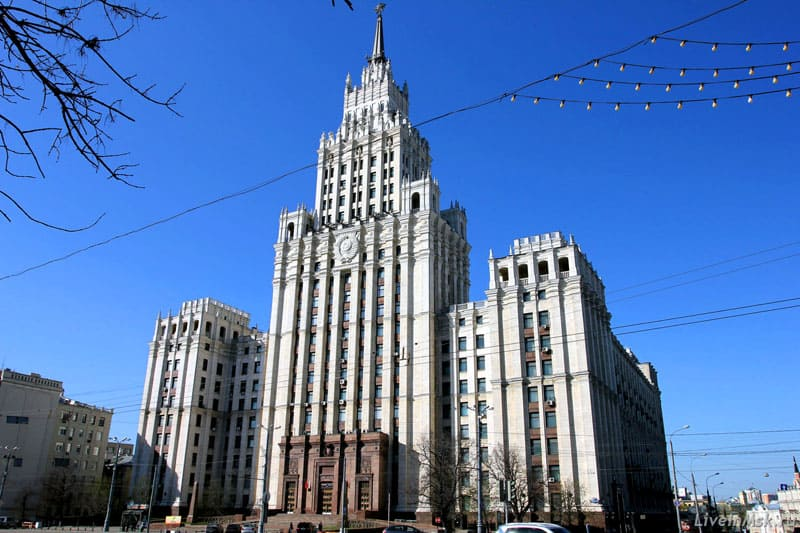 Ещё одно монументальное здание сталинской эпохи