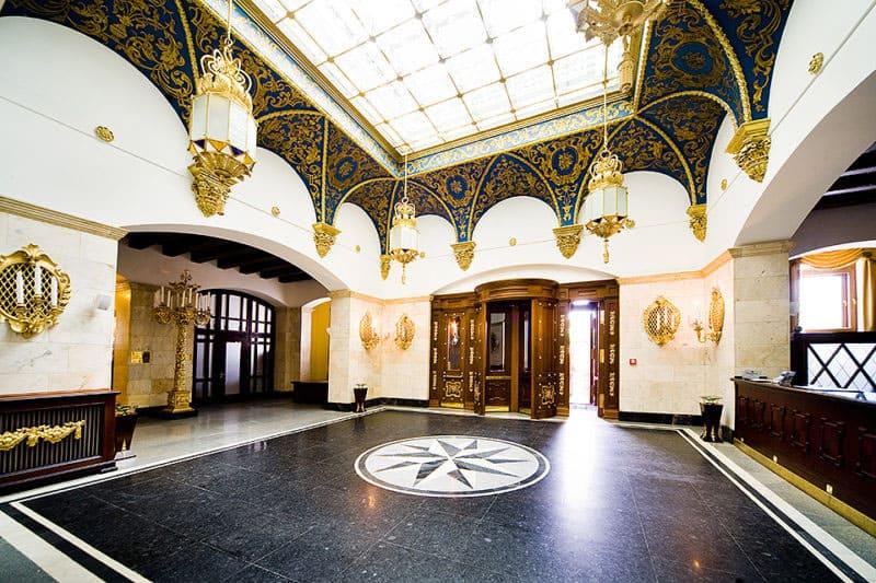 Фойе гостиницы Hilton Moscow-Leningradskaya