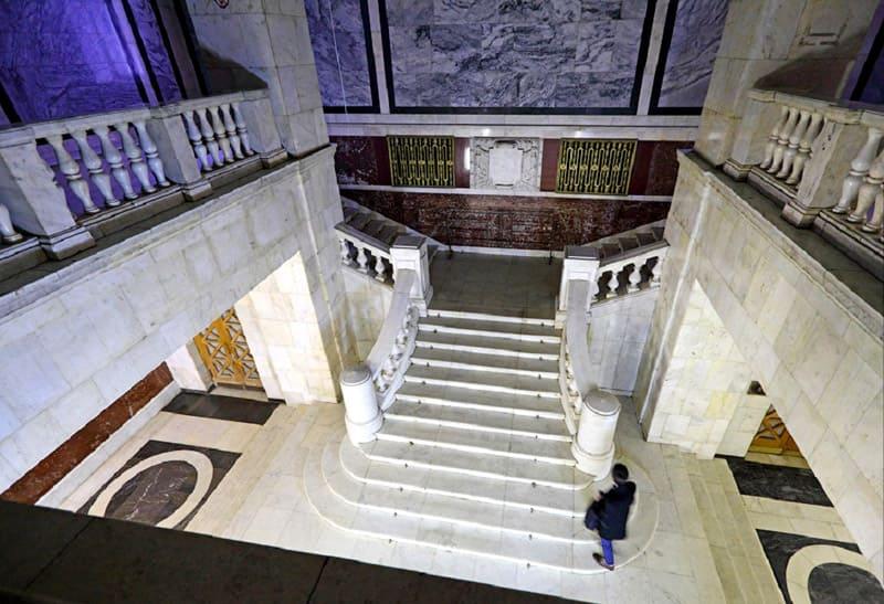 Холл и лестничная площадка университета