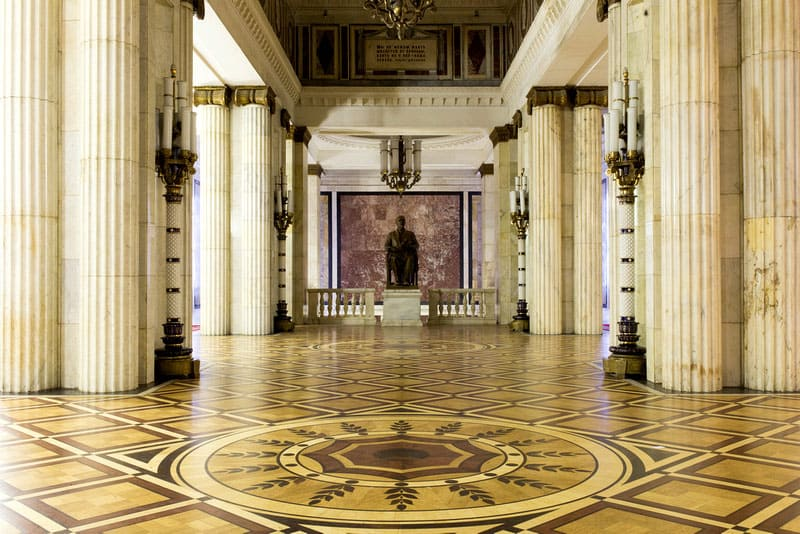 Фойе университетского актового зала