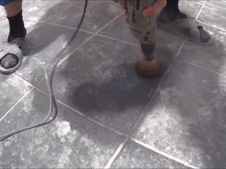 Можно ли класть плитку на плитку: технология выполения работ
