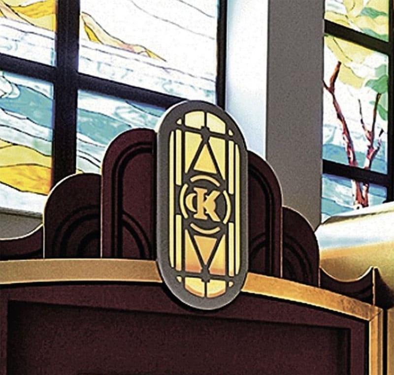 Инициалы короля эстрады в виде вензелей можно встретить во многих предметах интерьера
