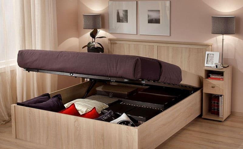 Под спальным местом располагается вместительный ящик