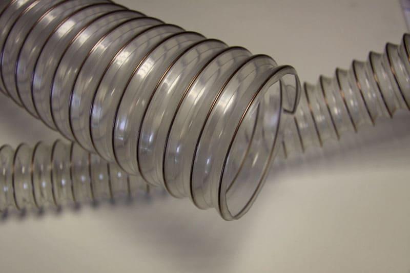 Некоторые модели пластиковых гофр имеют рёбра жёсткости