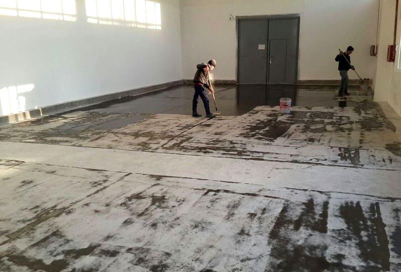 Перед укладкой напольного покрытия лучше всего покрыть грунтовкой ГФ-021 основание в местах наиболее интенсивной нагрузки