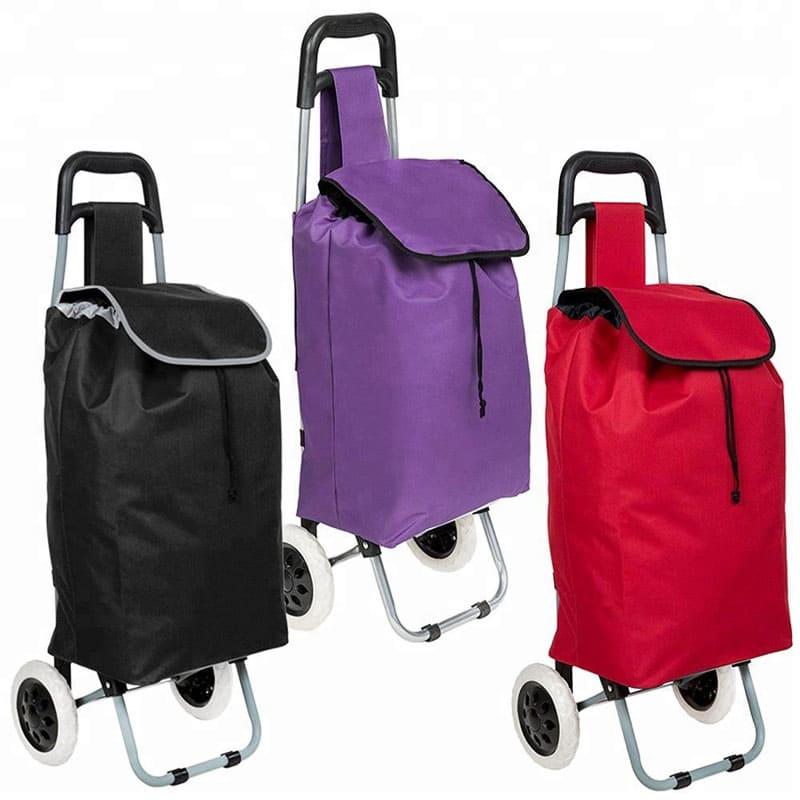 Не забывайте, что все сумки рано или поздно рискуют оказаться пол дождём, поэтому заранее поинтересуйтесь о том, ваш вариант влагоустойчивый или нет