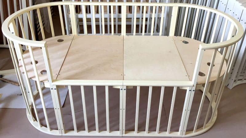 Длина кроватки-трансформера увеличивается за счёт дополнительных секций