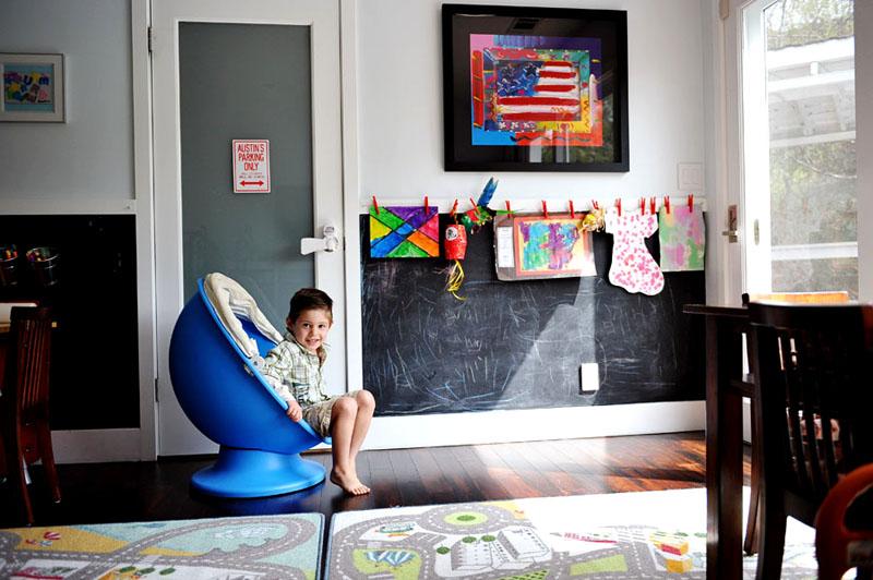 Детская, оформленная с помощью грифельных красок превратится в настоящую творческую мастерскую