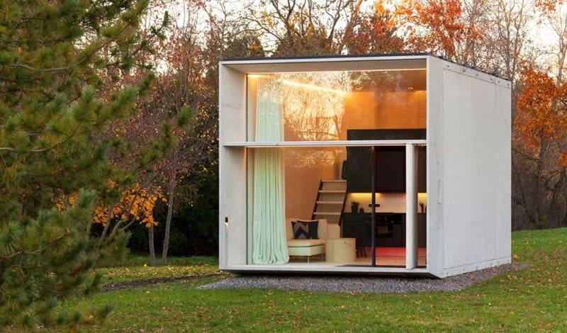 Такие уютные мини-домики для отдыха можно установить как на даче, так и на территории загородного коттеджа, к примеру, для размещения гостей
