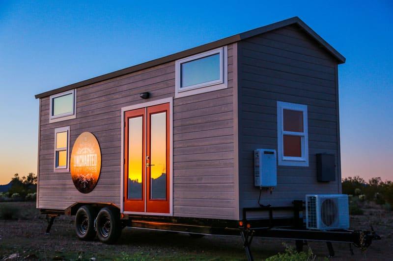 Такие передвижные дома чаще всего снабжены генераторами и другими технологиями, которые позволяют ему быть абсолютно автономным