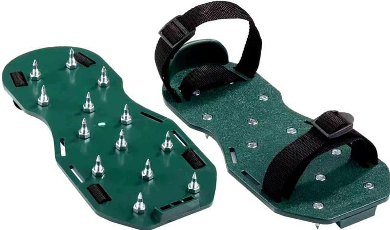 Во время заливки рекомендуется использовать специальные накладки на обувь, а также респиратор