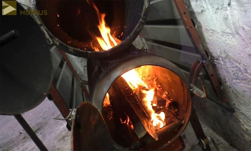 Огонь начал пробиваться сквозь соединительную шахту между баллонами