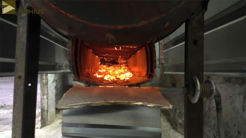 Проходящий через зольник воздух способствует более сильному горению