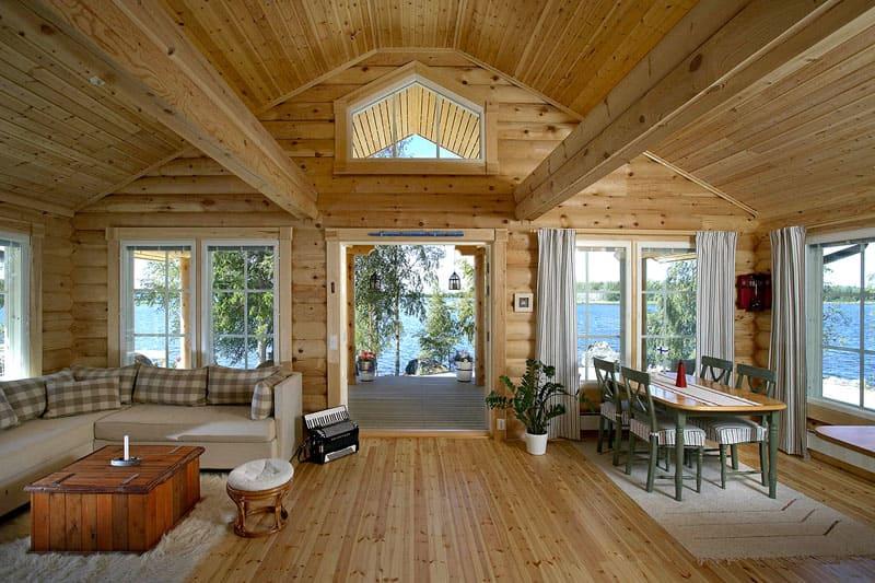 Обработка специальными составами увеличит срок службы деревянного дома